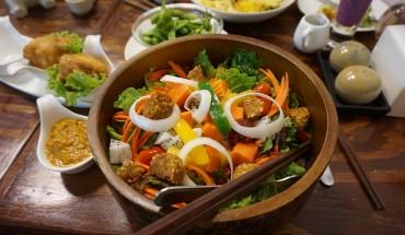 Dieta vegana per madri e figli, allarme pediatri sulle carenze vitaminiche