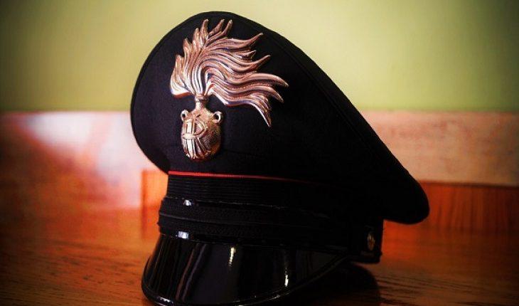 Armi e munizioni dentro una botola telecomandata, Carabinieri scoprono arsenale a Caivano
