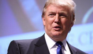Donald Trump imbucato speciale ad una festa di nozze, regala cappellini firmati agli invitati
