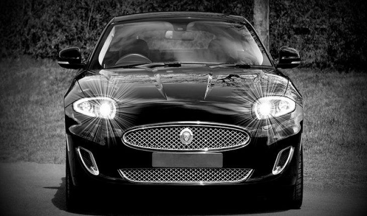 Sulla A1 con una potente Jaguar, ucraino denunciato per ricettazione